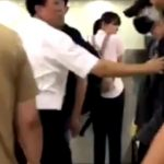 【SHINeeテミン】空港職員に突き飛ばされる→韓国の反応「ファンからは過剰に守るくせに空港職員からテミンを守らないマネージャー無能」