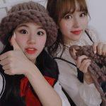 【TWICE】メンバー同士で編み物あみあみして着てるのが癒しすぎる件→韓国の反応「忙しいのにTT尊いTTTTTTT」